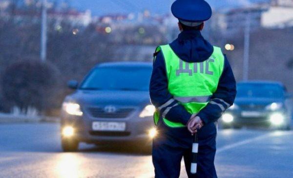 Имеет ли право сотрудник ГИБДД останавливать без причины?